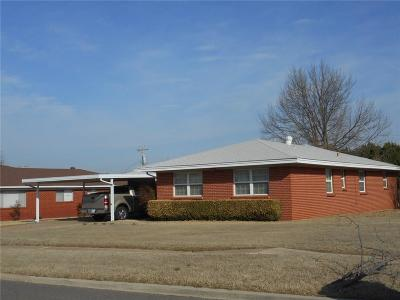 Midwest City Single Family Home For Sale: 413 W Fairchild Drive