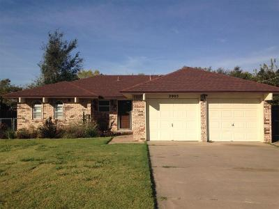 Moore Single Family Home For Sale: 2905 Woodlawn Drive
