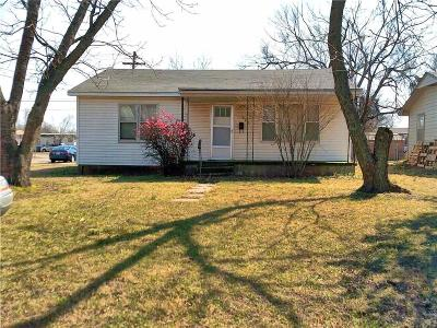 Tecumseh Single Family Home For Sale: 324 E Locust
