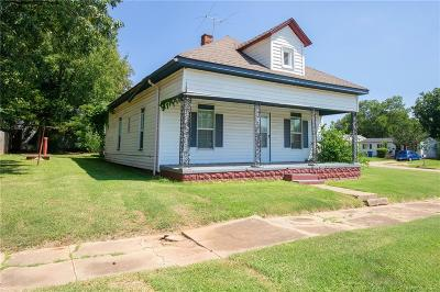 Guthrie Single Family Home For Sale: 424 S Oak