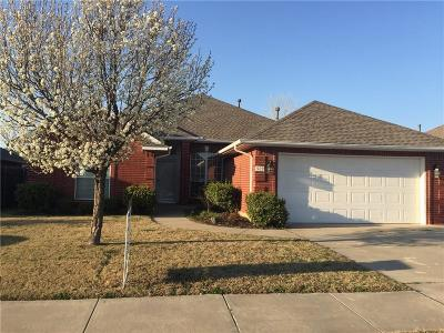Moore Single Family Home For Sale: 529 SW 155th Court