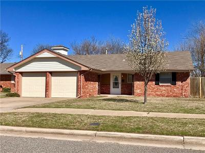 Oklahoma City Single Family Home For Sale: 8004 S Youngs Boulevard