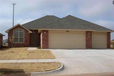 Moore Single Family Home For Sale: 9601 Crooked Creek