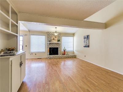 Oklahoma County Condo/Townhouse For Sale: 5826 Hefner Village Court