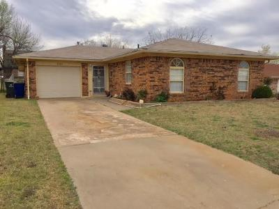 Single Family Home For Sale: 2304 S 8th Circle
