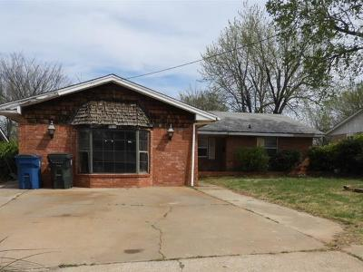 Midwest City Single Family Home For Sale: 8819 NE 12th Street