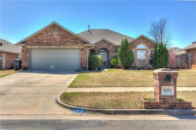 Moore Single Family Home For Sale: 1624 32nd