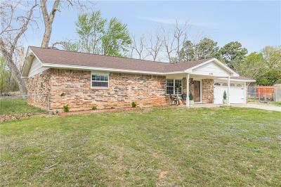 Harrah Single Family Home For Sale: 1701 S Luther