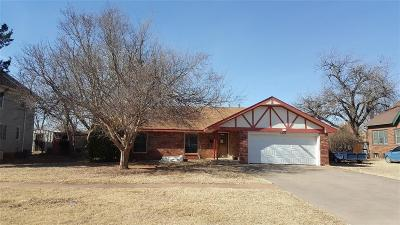 Hobart OK Single Family Home For Sale: $35,000