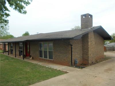 Chandler OK Single Family Home For Sale: $122,500