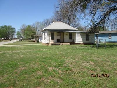 Purcell Single Family Home For Sale: 729 S 2nd
