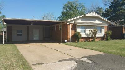 Moore Single Family Home For Sale: 109 Kelly Drive