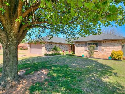 Moore Single Family Home For Sale: 212 N Ramblin Oaks Drive