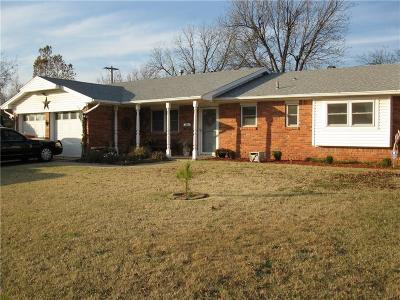 Moore Single Family Home For Sale: 203 NE 18th Street