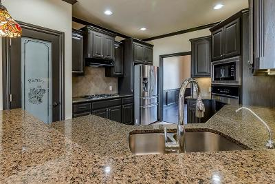 Single Family Home For Sale: 1616 Apache