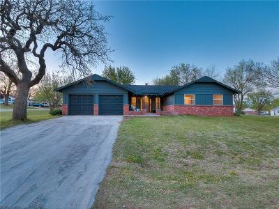 Blanchard OK Single Family Home For Sale: $155,000