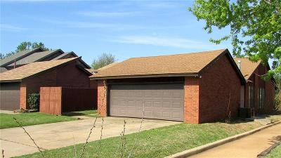 Oklahoma County Condo/Townhouse For Sale: 7403 Kings Manor Court