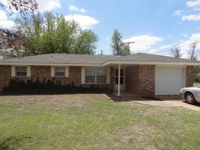 Cordell Single Family Home For Sale: 516 Linda