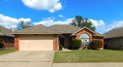 Moore Single Family Home For Sale: 9300 Winfield Lane