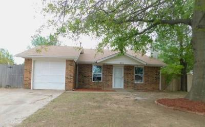 Norman Single Family Home For Sale: 812 Peregrine Drive