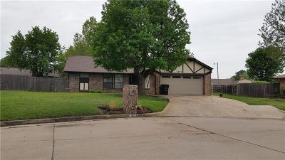 Moore Single Family Home For Sale: 1507 Hollow Oak Drive