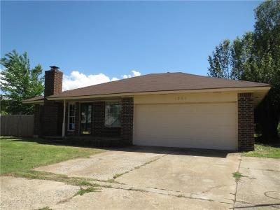 Mustang OK Single Family Home For Sale: $135,000