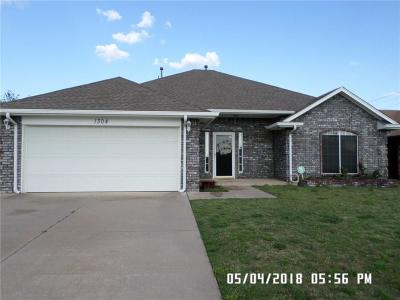 Moore Single Family Home For Sale: 1304 Sunrise