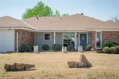 Moore Single Family Home For Sale: 1605 Willow Brook