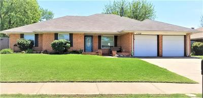 Moore Single Family Home For Sale: 1320 East Hills