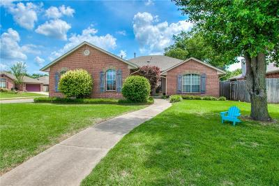Edmond Single Family Home For Sale: 401 Whitehouse Lane