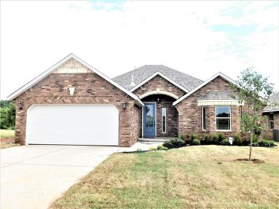 Moore Single Family Home For Sale: 3508 Lakeside Drive