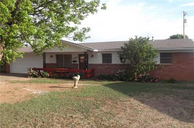 Single Family Home For Sale: 1005 Darla