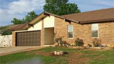 Moore Single Family Home For Sale: 808 S Avery