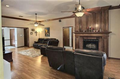 Edmond OK Single Family Home For Sale: $178,000