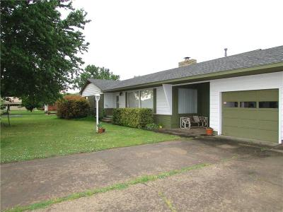 Shawnee Single Family Home For Sale: 37209 Old Highway 270
