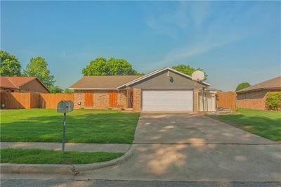 Harrah Single Family Home For Sale: 451 N Crooked Oak Drive