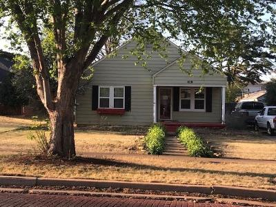 Elk City OK Single Family Home For Sale: $67,100
