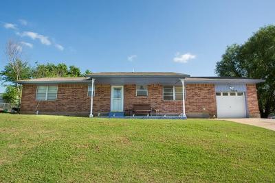 McLoud Single Family Home For Sale: 100 Thomas Boulevard