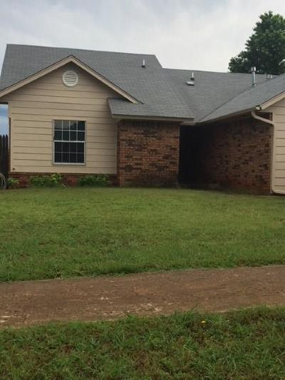 Moore OK Single Family Home For Sale: $125,800