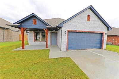 Harrah Single Family Home For Sale: 215 Springtree Dr.