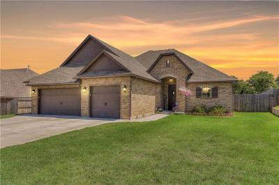 Midwest City Single Family Home For Sale: 612 Blue Sky Drive