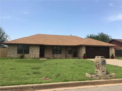Altus Single Family Home For Sale: 605 Cambridge