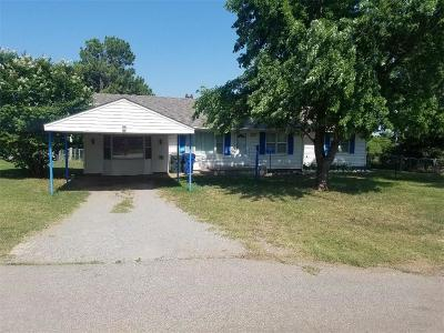 Chickasha OK Single Family Home For Sale: $80,000