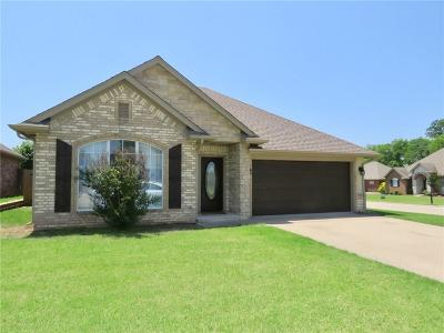 Shawnee Single Family Home For Sale: 2701 Stonebrook Drive