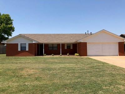 Clinton Single Family Home For Sale: 210 Shale