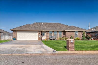 Elk City Single Family Home For Sale: 104 Woodridge