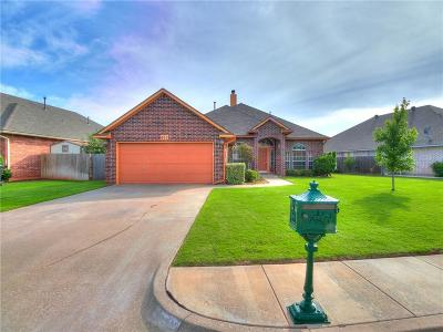 Moore Single Family Home For Sale: 805 Oak Creek Drive