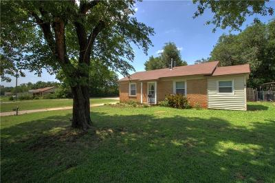 Midwest City Single Family Home For Sale: 321 E Harmon Drive