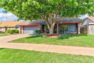 Moore Single Family Home For Sale: 824 Lakecrest