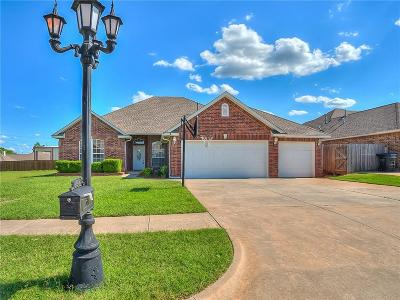 Moore Single Family Home For Sale: 1816 Parkway Drive